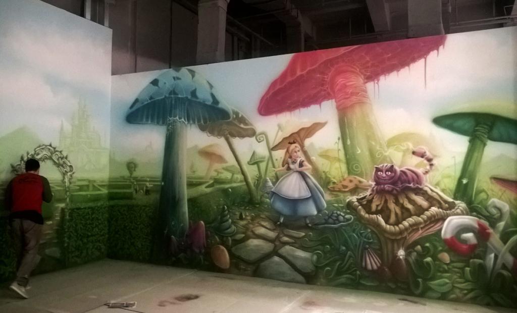 Malarstwo ścienne w Chinach przedstawiające Alicję z krainy Czarów